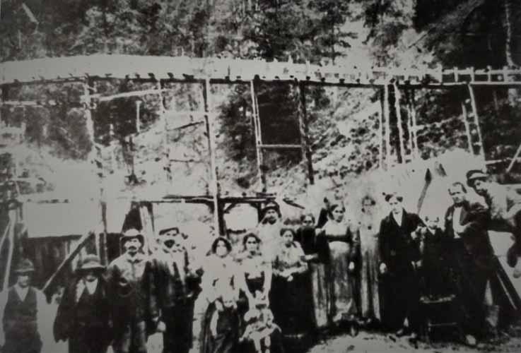 """Lavoratori di una segheria in località """"Macinello"""""""